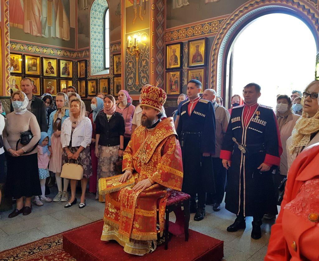 Митрополит Григорий совершил Божественную литургию в храме преподобного Сергия Радонежского в Пятницу Светлой Седмицы