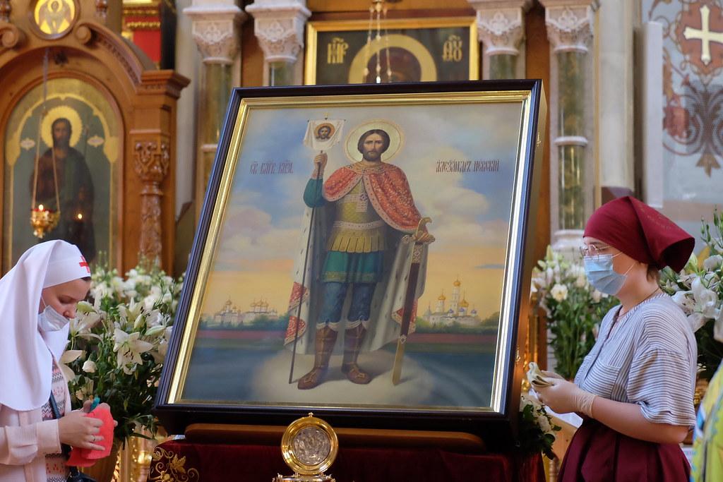 В Краснодаре состоялась соборная Божественная литургия у мощей благоверного князя Александра Невского